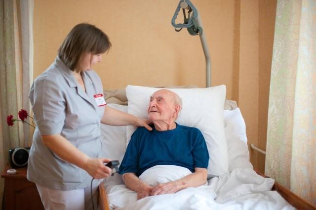 Дом престарелых для лежачих больных недорого палки после перелома шейки бедра